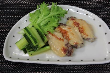 鶏手羽先の塩糀蒸し煮